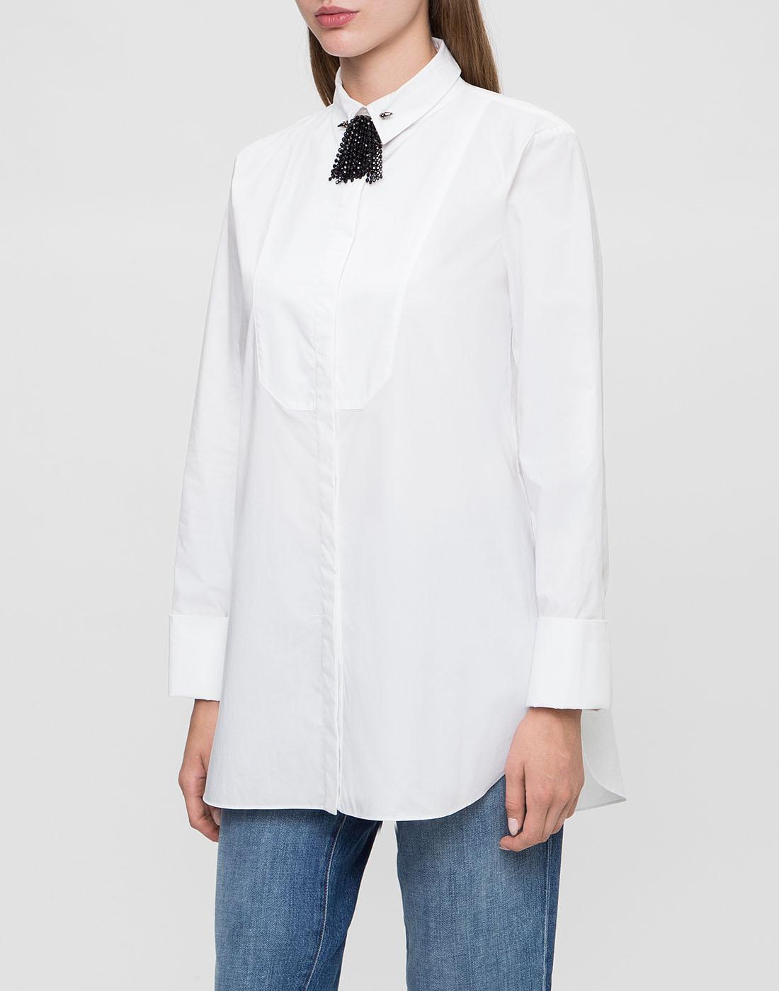 Женская белая рубашка с брошью